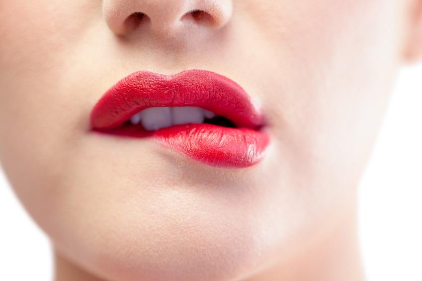 Vollere Lippen ohne OP: Dicke Lippen wie von Angelina Jolie