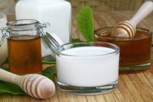 Honig und Milch für eine Creme ohne Tierversuche