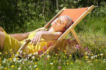 Der Artikel gibt Tipps zum brandfreien Sonnenbaden.