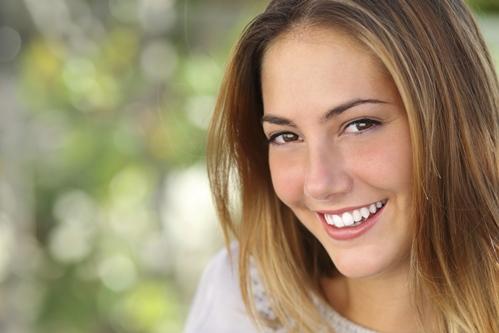 Inhalt des Artikels sind Methoden für strahlendweiße Zähne.